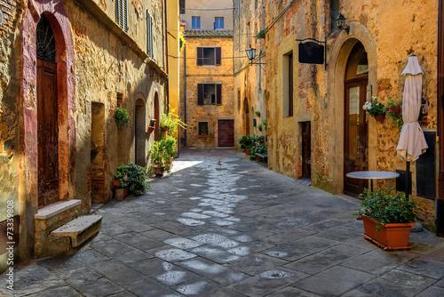 Toscania, Włochy, Montepulciano, zaułek Canvas Print
