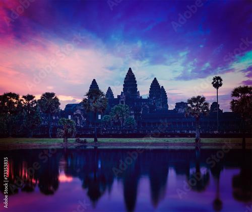 Angkor Wat - famous Cambodian landmark on sunrise Fototapete