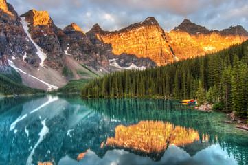 Fototapeta Moraine Lake in Canada