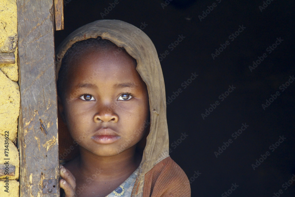 Fototapety, obrazy: Madagascar-shy and poor african girl with headkerchief
