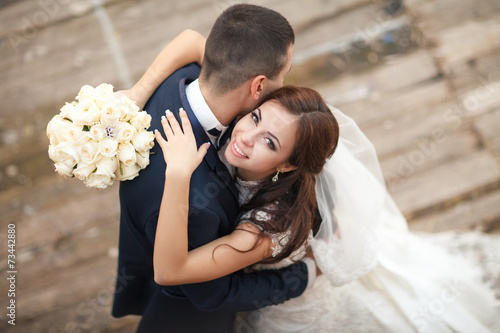 wedding bride groom loving cpouple marriage Fotobehang