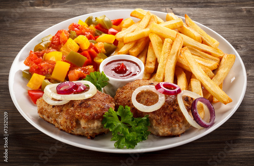 Papiers peints Steakhouse Fried chops, French fries and vegetable salad
