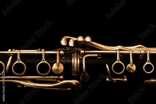 Photo Detail of the clarinet in golden tones on a black background