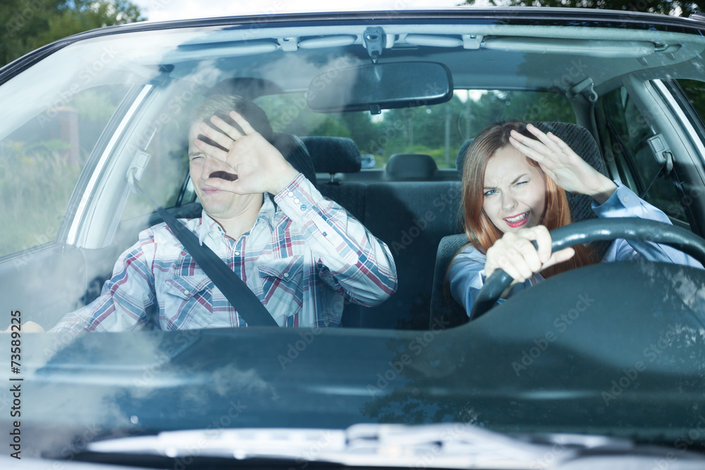 Fototapety, obrazy: Couple blinded in a car