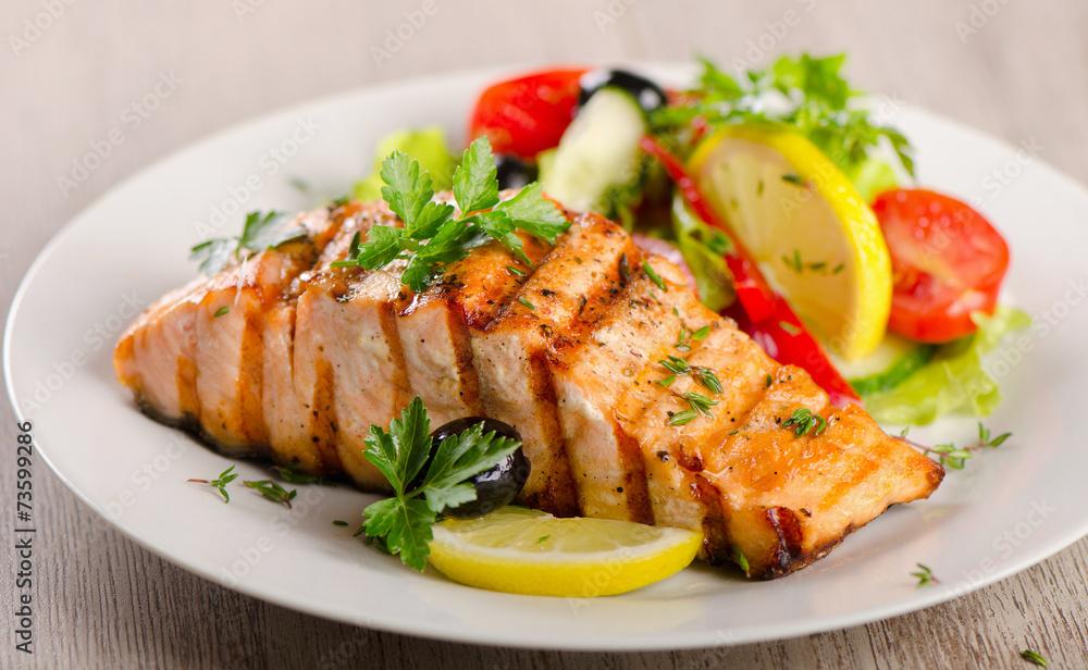 Fototapety, obrazy: Salmon with  fresh salad.