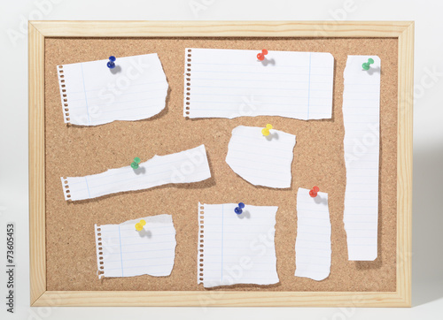 Photo Tablero de corcho y trozos de papel