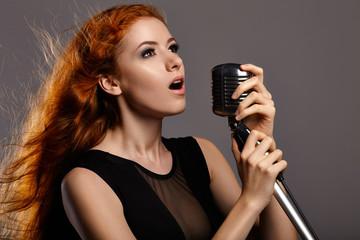 Fototapeta Singing woman on grey background