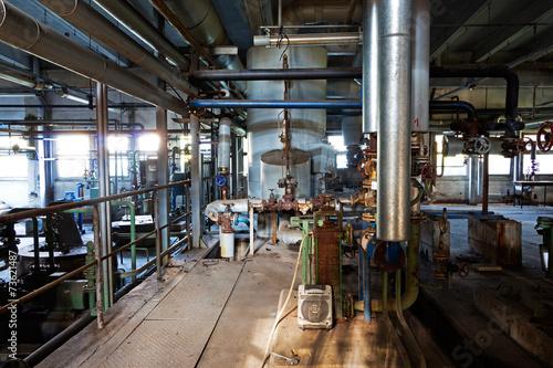 Papiers peints Les vieux bâtiments abandonnés Old machinery of abandoned factory from the inside