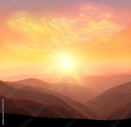 Poster Ochtendgloren sunrise in the mountains