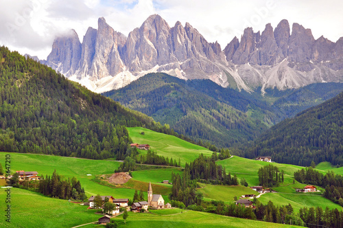 Photo  Church under mountains