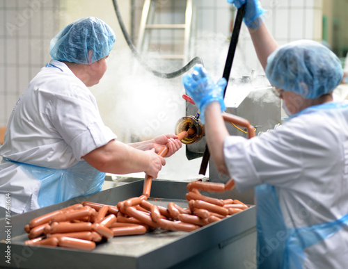 Fotografie, Obraz  Wurstproduktion in der Lebensmittelindustrie