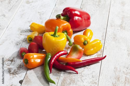 Foto Paprika (Capsicum), Peperoni, Habaneros, gelb, rot, orange, grün
