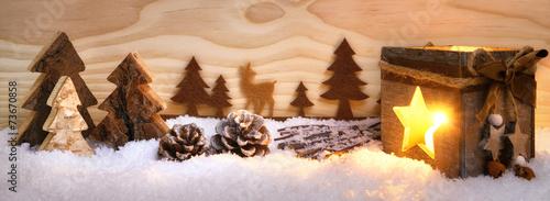 Foto-Leinwand ohne Rahmen - Weihnachtliche Szene aus Holz mit Laterne (von Smileus)