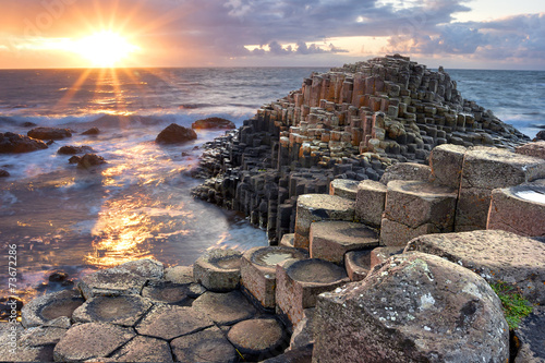 Slika na platnu Sunset at Giant s causeway
