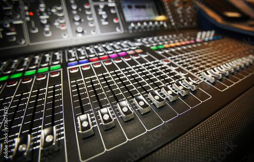 Fotografía  Equipo de sonido, mezclador, ecualizador, amplificador