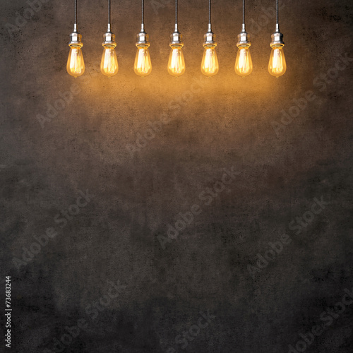 Photo  Decorative vintage lightbulbs on dark concrete background