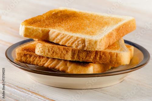 Fotografia Slices toast bread on a  wooden table