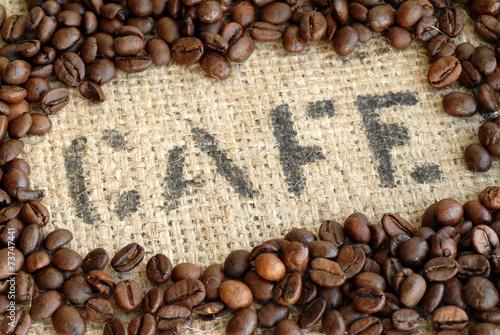 kawiarnia-ziarna-kawy-torebka-z-kawa-kofeina-arabika-robusta