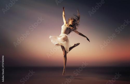 romantyczny-nastroj-portret-skokow-tancerza
