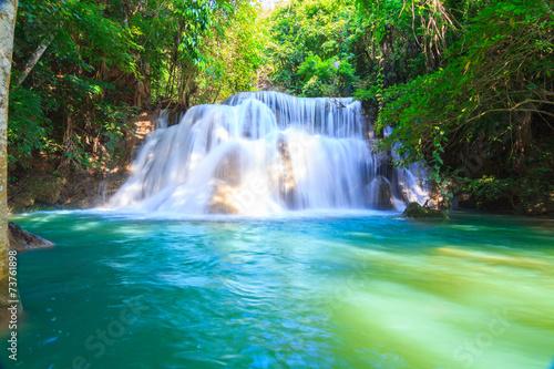 Foto auf Gartenposter Wasserfalle Huai Mae Khamin Waterfall