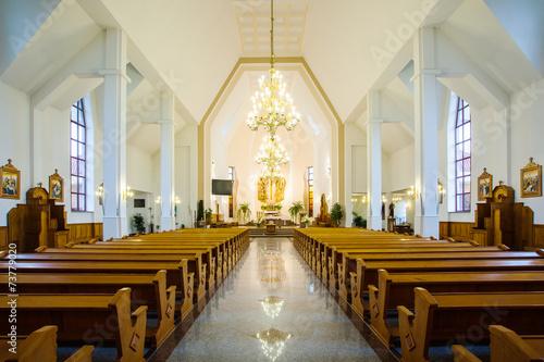 Valokuvatapetti In the church
