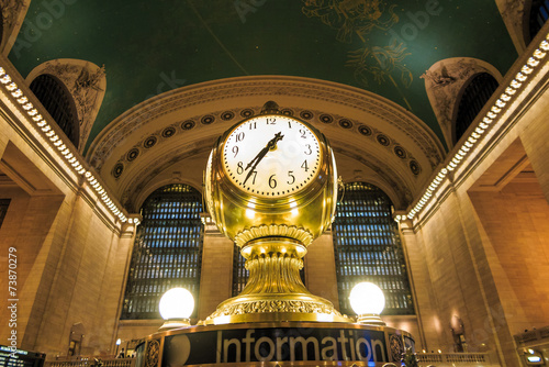 Facade of Grand Central Terminal at twilight in New York Fototapet