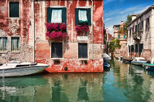 Kolorowe Weneckie kamienice - fototapety na wymiar