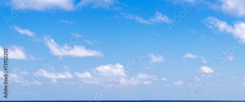 Obraz na plátně grand ciel bleu et nuages au dessus de l'horizon