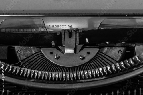 """Photo  Typewriter with the """"Subscribe"""" text typed on a white paper."""