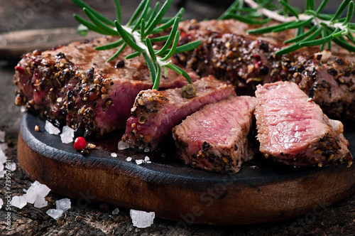 Keuken foto achterwand Steakhouse Juicy steak medium rare beef with spices