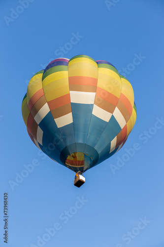 Foto op Canvas Luchtsport Hot air balloon with blue sky background