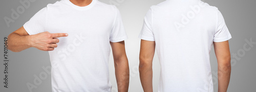 Obraz Man wearing a white t-shirt - fototapety do salonu