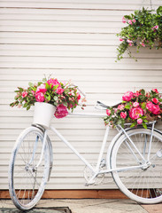 Fototapeta na wymiar Old decorated bicycle