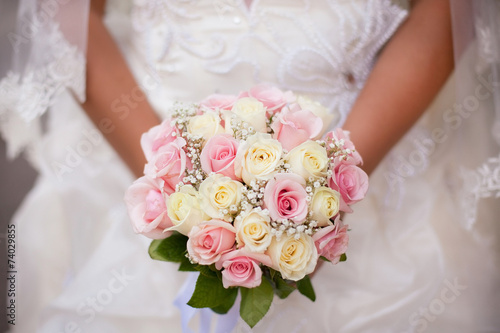Fotografie, Obraz  White and pink wedding bouquet with roses in bride's hands