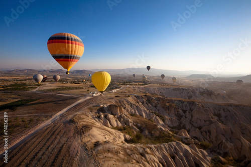 Poster Chocolate brown inspiring beautiful landscape with hot air balloons