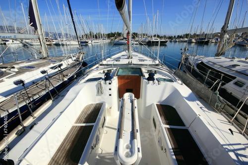 Foto op Plexiglas Water Motor sporten yacht in marina