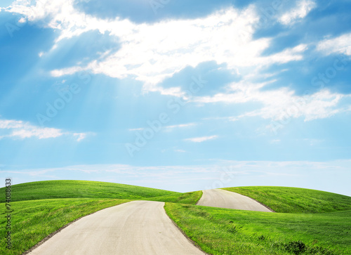 Photo sur Aluminium Piscine Road through hills