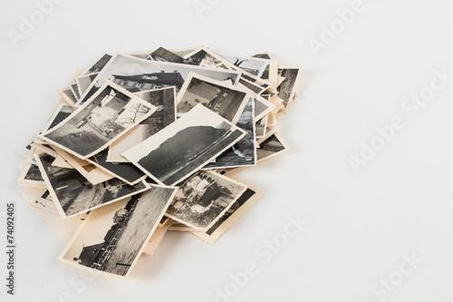 Fotografie, Obraz  Bilderhaufen rechts mit alten Bildern