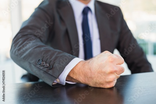 Pinturas sobre lienzo  Angry businessman thump the table