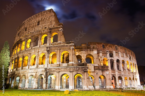 Fotografie, Obraz  View of the Colosseum at night