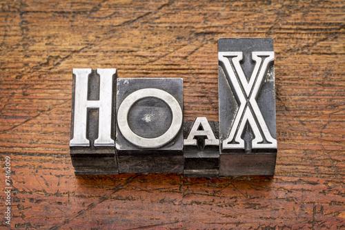 Fotografija  hoax word in  metal type