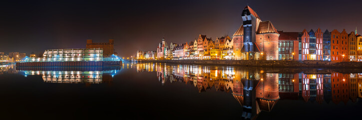 Panel SzklanyPanorama of Gdansk old town with reflection in Motlawa river