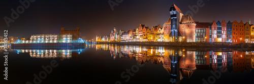 fototapeta na drzwi i meble Panorama Starego Miasta w Gdańsku z odbicia w Motławą