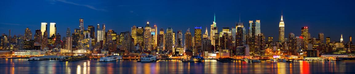 Manhattan panorama noću, New York