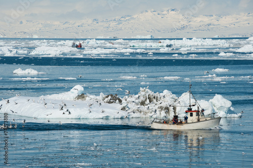 Fotobehang Poolcirkel Fisherman boat, Greenland