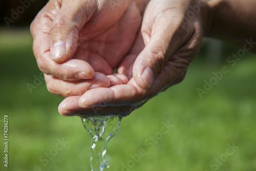 Poster Natuur handen met water