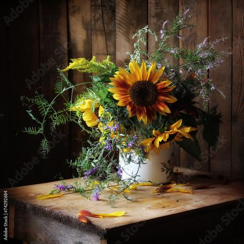 wrzosy-sloneczniki-i-inne-kwiaty-w-wazonie