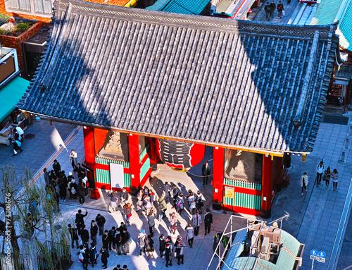 Fotobehang Tokyo 浅草寺雷門と観光客