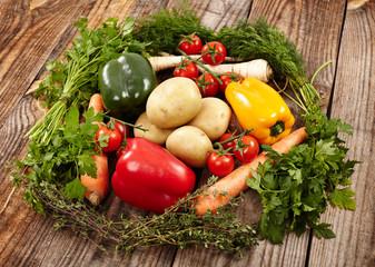 Nest of fresh vegetables