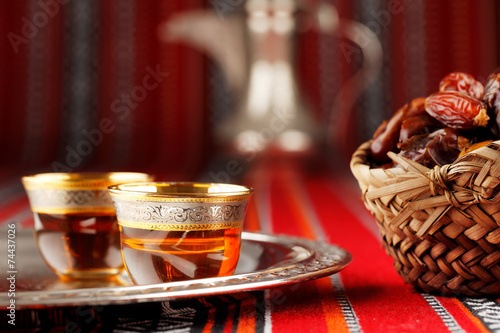 Photo sur Aluminium Moyen-Orient Iconic Abrian fabric tea and dates symbolise Arabian hospitality